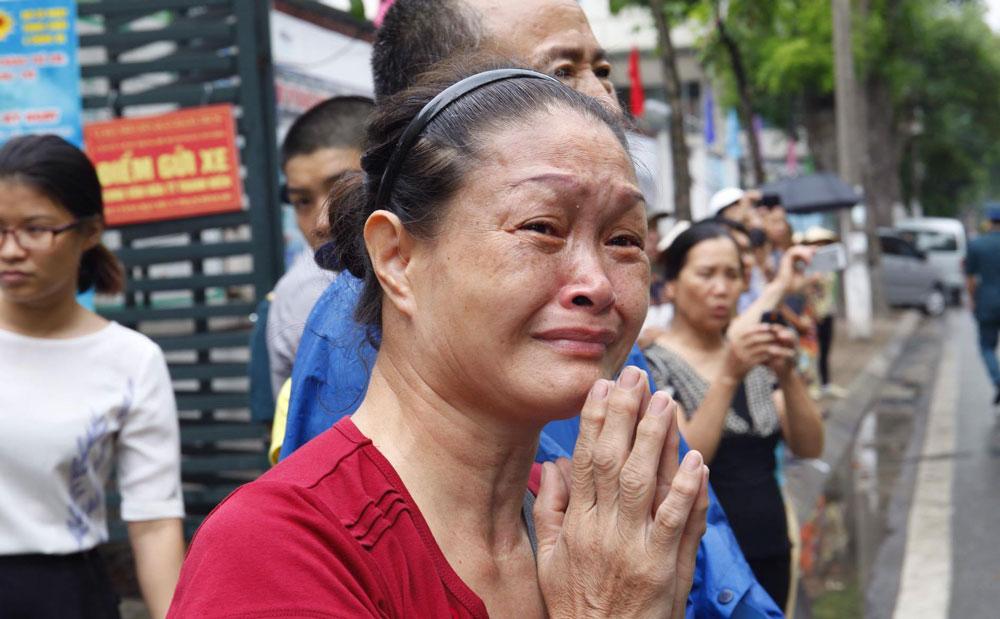 Chia sẻ trên VietNamNet, bạn đọc Phan Nghiêm viết: ''Mình cứ chảy nước mắt chẳng làm được gì. Xin chia buồn cùng gia quyến các anh. Những người đã không tiếc máu xương hy sinh vì Tổ quốc. Chúng ta phải sống và làm việc sao cho không hổ thẹn với sự hy sinh của các anh''.