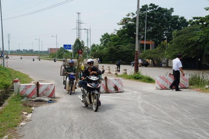 tin tức 24h ngày 30/6 đề cập đến vụ Xây trụ bê tông chặn cầu Việt Trì