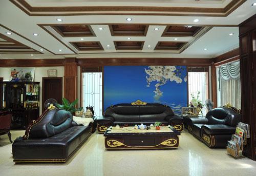 Tầng 1 cho bố mẹ chồng, tầng 2 cho các con, tầng 3 cho Trang Nhung, tầng 4 cho ông xã, tầng 5 để họp hội, liên quan, tầng 6 là sân thượng.
