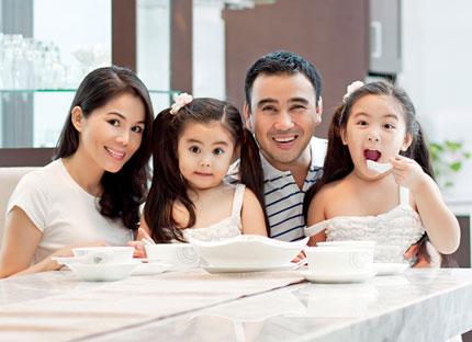 Sau mười mấy năm kết hôn, Quyền Linh vẫn luôn yêu thương và tôn trọng vợ.