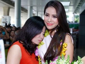 Mới đây, Hoa hậu Phạm Hương khiến không ít người ngưỡng mộ khi cô khoe ảnh mẹ ruột.