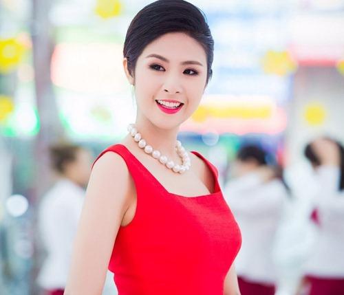 Ngọc Hân đăng quang ngôi vị Hoa hậu Việt Nam năm 2010, khi vừa tròn 20 tuổi và đang là sinh viên khoa Thiết kế trường Đại học Mỹ thuật Công nghiệp Hà Nội.
