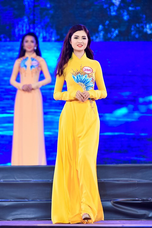 Cô là thí sinh có vòng eo nhỏ nhất tại cuộc thi. Một thí sinh khác tên Ngọc Trinh cũng sở hữu vòng eo 56 cm nhưng đã bị loại.