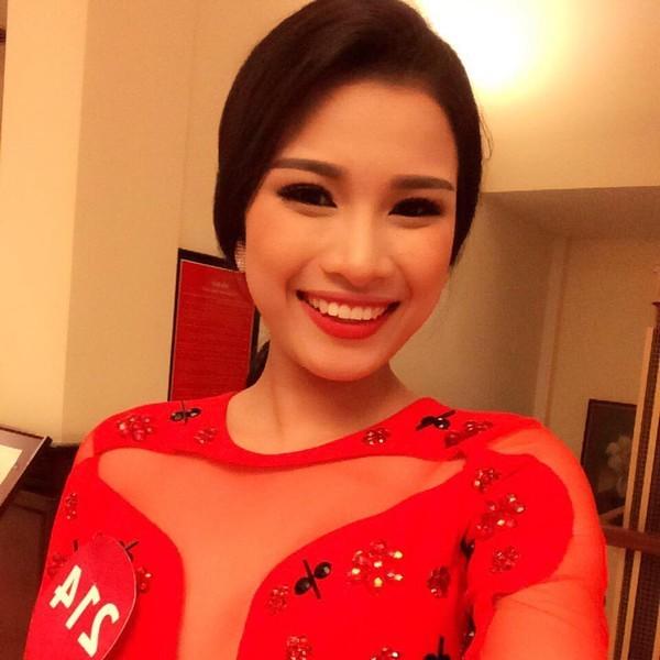 Hiện, Nguyễn Thị Thành theo học Đại học Kinh doanh và công nghệ Hà Nội.