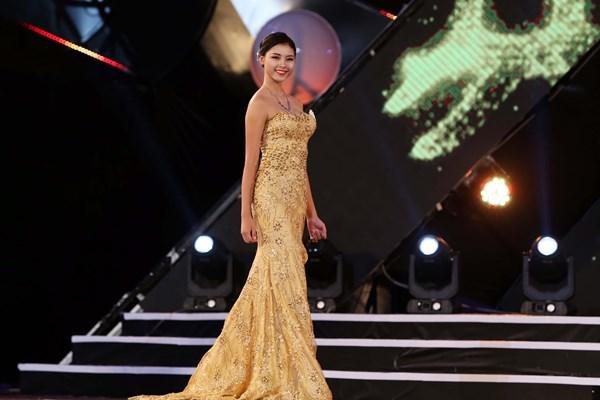 Trước đó, cô từng đăng quang ngôi vị cao nhất cuộc thi ''Người đẹp phố biển Cửa Lò''. Cô sinh năm 1997, quê ở huyện Đô Lương, Nghệ An.