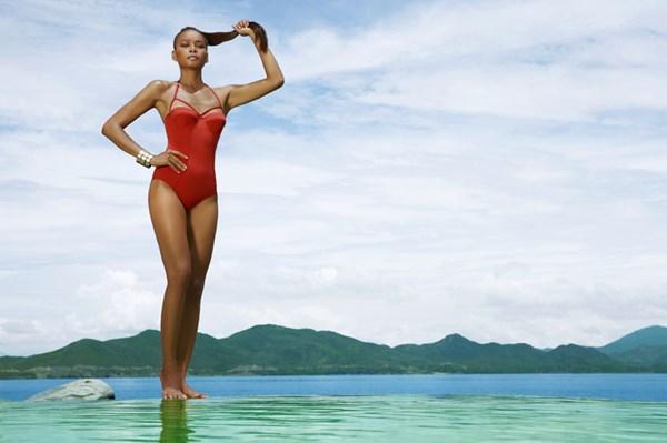 Tại đây, cô được khuyến khích tham dự các cuộc thi nhan sắc và cuộc thi đầu tiên mà cô tham dự là Siêu mẫu Việt Nam 2008.
