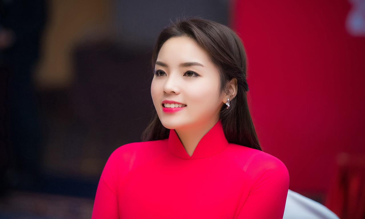 Khi đăng quang, cô đang là sinh viên năm thứ nhất khoa Kinh tế đối ngoại, Đại học Ngoại thương Hà Nội