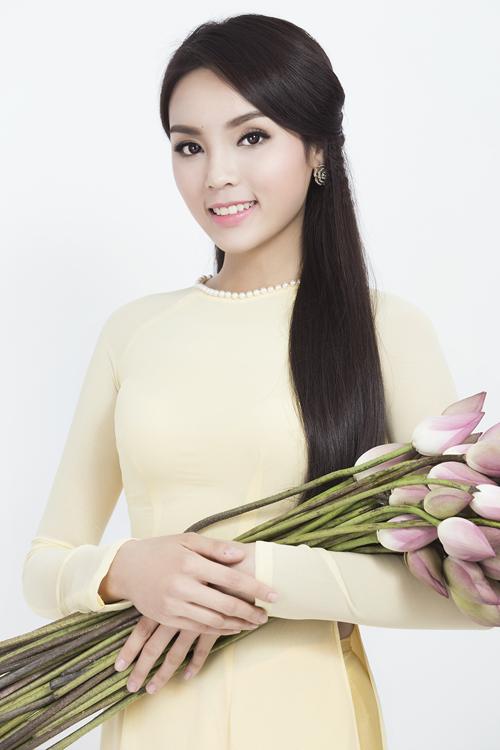 Sau đêm đăng quang đã có nhiều ý kiến trái chiều về vị trí Hoa hậu của Kỳ Duyên. Một bộ phận tỏ ra không hài lòng khi cô đăng quang ngôi vị cao nhất cuộc thi Hoa hậu Việt Nam 2014 và cho rằng cô không xứng đáng bằng Á hậu 1 Huyền My.