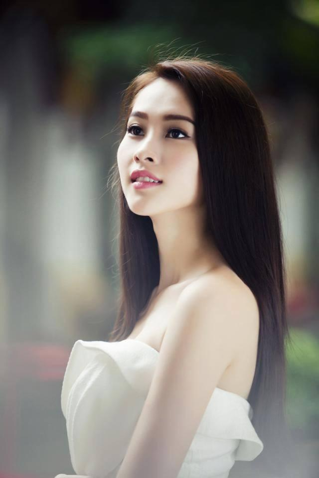 Trước khi tham gia cuộc thi Hoa hậu Việt Nam, Đặng Thu Thảo đã tham gia và giành được danh hiệu Hoa khôi đồng bằng sông Cửu Long 2012