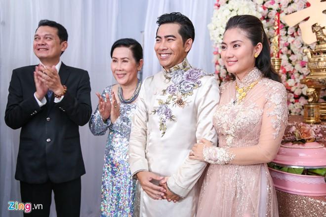 Sau buổi lễ, họ sẽ tổ chức buổi tiệc ấm cúng tại một không gian cưới sang trọng thuộc quận 1.