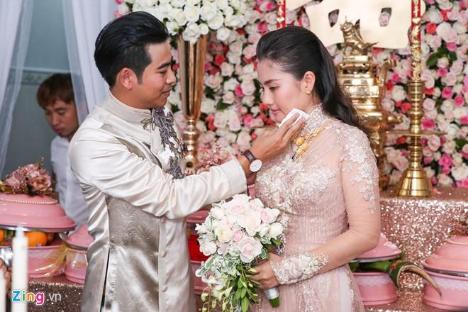 Cặp uyên ương của làng phim Việt chính thức về chung nhà sau một năm hẹn hò.