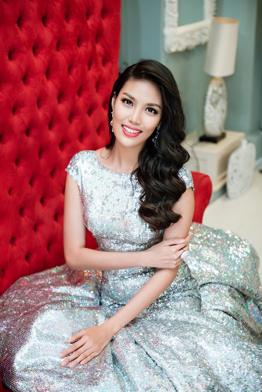 Cuối cùng, bằng sự cố gắng của mình, cô đã thuyết phục được người thân để tiếp tục theo đuổi nghệ thuật sau khi đăng quang giải Vàng Siêu mẫu 2013.