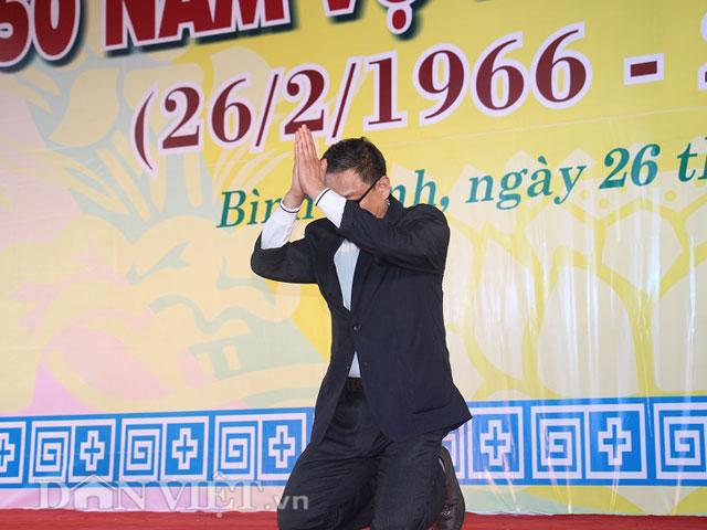 Ông Roh Hwa Wook quỳ gối tạ lỗi người dân Bình Định trong vụ thảm sát kinh hoàng cách đây 50 năm