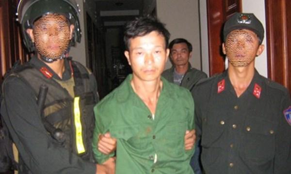 Đến 17h15 cùng ngày, Công an tỉnh Gia Lai đã bắt được nghi can Vũ Văn Đản tại một rẫy cà phê.