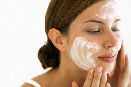 nếu da không được thanh lọc sạch hằng ngày, các dưỡng chất đó sẽ rất khó được thẩm thấu và nuôi dưỡng tế bào