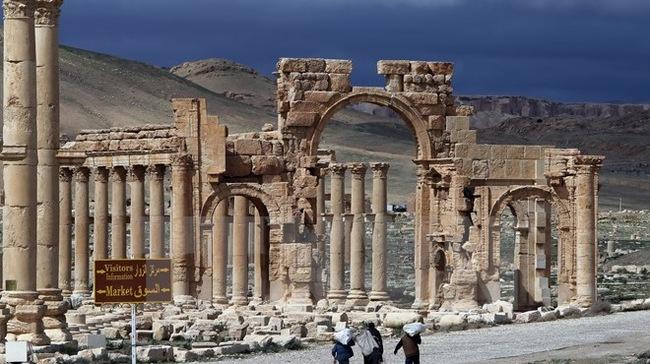 Thành phố cổ Palmyra đang dần bị khủng bố IS kiểm soát