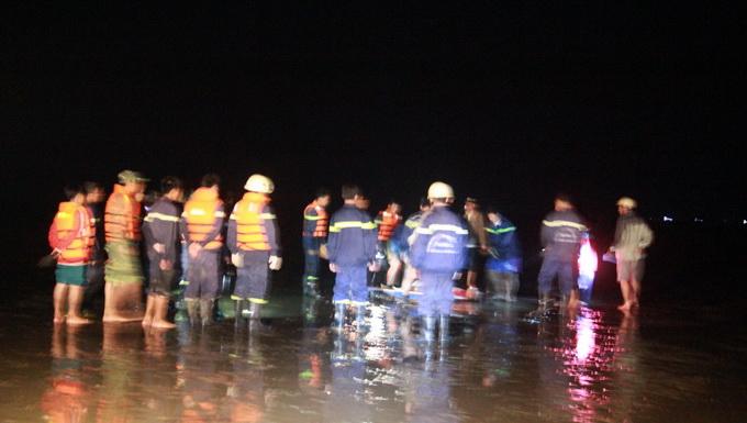 Tìm xác 7 học sinh chết đuối suốt đêm