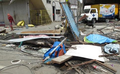 Xác người chết ở Phillippines vẫn la liệt ngoài đường