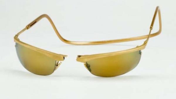 CliC Gold 18 Carat Gold Sport Sunglasses – 1,5 tỷ