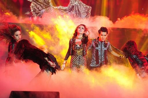 Mặc dù giành được điểm tuyệt đối nhưng trong Liveshow 8 The Remix Giang Hồng Ngọc với là người về nhất