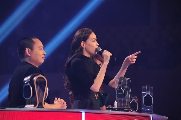 Hồ Ngọc Hà là vị giám khảo bị chỉ trích nhiều nhất The Remix 2015 vì những nhận xét chung chung và có phần ưu ái Sơn Tùng M-TP