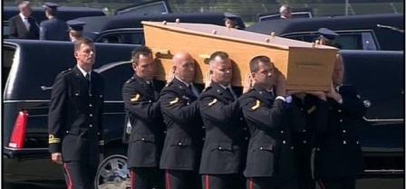 Hơn nửa số nạn nhân chết trong sự kiện máy bay Malaysia MH17 rơi là người Hà Lan