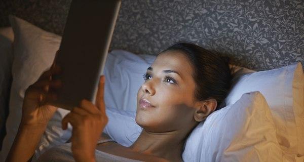 Thiết bị đọc sách điện tử mang đến tác hại tiêu cực cho sức khỏe người dùng hơn sách giấy