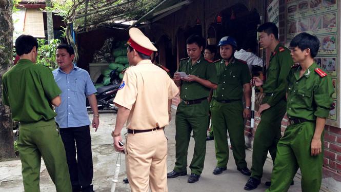 Cảnh sát phong tỏa hiện trường vụ thiếu phụ bị đổ xăng thiêu sống