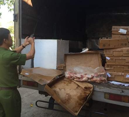 Thịt gà thối nồng nặc suýt 'vi vu' thị trường Tết