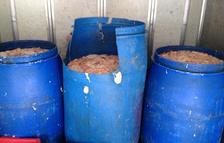 Phát hiện 470kg lòng lợn thối đang trên đường vận chuyển từ Hà Nội lên Bắc Giang