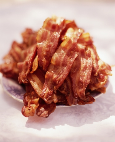 Thịt xông khói được phát hiện chứa nhiều chất béo, cholesterol và natri có haị.