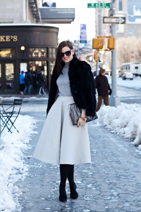 Chân váy midi nên có trong tủ đồ thời trang Tết của các quý cô công sở