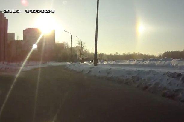 Việc xuất hiện hai mặt trời cùng lúc là một hiện tượng thời tiết cực kỳ hiếm có. Ảnh Mirror