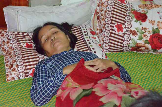 Chị Long, vợ ngư dân Quảng Ngãi tử nạn ngất xỉu khi nghe tin dữ