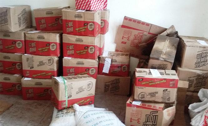 Hàng ngàn chai nước mắm Chin Su giả bị lực lượng công an tỉnh Nghệ An tịch thu