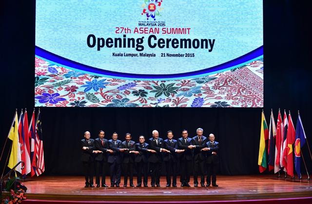 Thủ tướng Nguyễn Tấn Dũng dẫn đầu Đoàn đại biểu cấp cao Việt Nam tham dự Hội nghị cấp cao ASEAN lần thứ 27