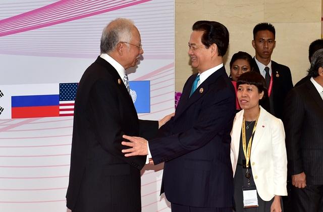 Thủ tướng Nguyễn Tấn Dũng và Thủ tướng nước chủ nhà Malaysia Najib Tun Abdul Razak tại Hội nghị