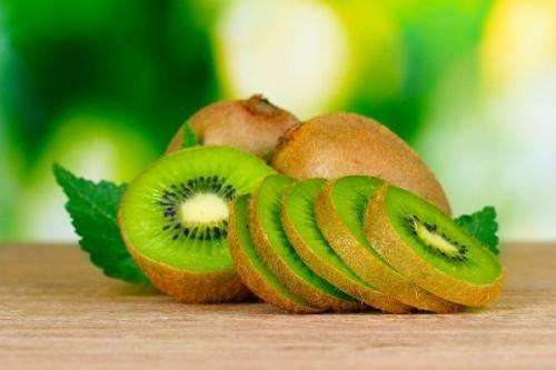 Trong các loại trái cây thì quả kiwi giúp chữa bệnh cao huyết áp rất diệu kì.