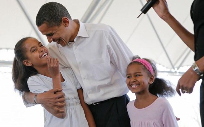Dù bận trăm công nghìn việc, với ông Obama, vợ con vẫn là chốn dịu dàng và thân yêu