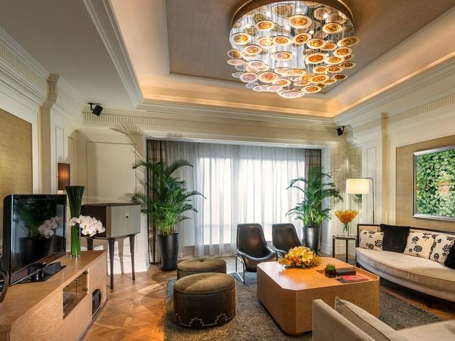Phòng Tổng thống của khách sạn InterContinental Asiana Saigon có diện tích 200 m2 bao gồm 2 phòng ngủ, một phòng khách, một phòng làm việc.