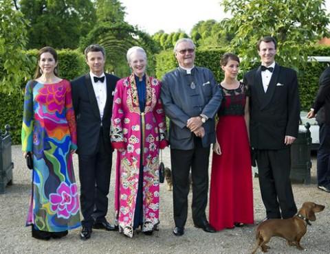 Từ trái qua: Công nương Mary, Thái tử Frederik, Nữ hoàng Margrethe II và Hoàng thân Henrik tại  một sự kiện của Hoàng gia Đan Mạch. Ảnh: royaldish.