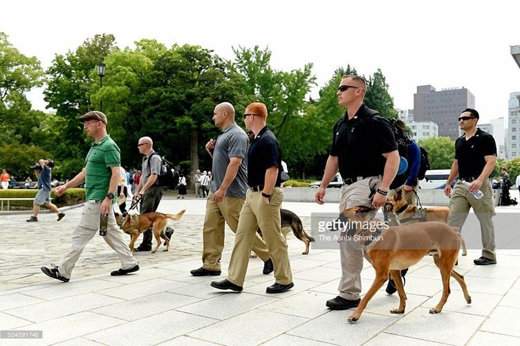 Mật vụ Mỹ mang theo chó nghiệp vụ giám sát an ninh tại công viên