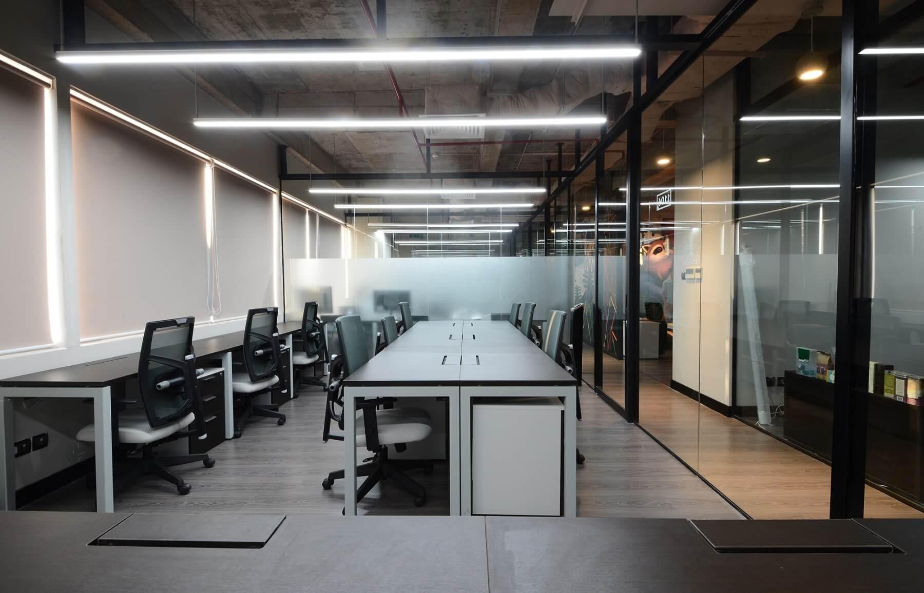 Deamplex được mệnh danh là ''tổ hợp của những giấc mơ khởi nghiệp'', gồm ba tầng, mỗi tầng rộng 500m2 tại tòa nhà Miss Áo Dài. Dreamplex có vốn đầu tư 10 tỉ đồng, hiện 35 phòng ở đây đều đã được thuê với giá từ 10 đến 25 triệu đồng một tháng.
