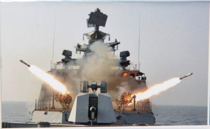 Một số hình ảnh về dàn tên lửa đang phóng hỏa lực