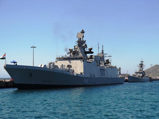Hai tàu chiến của Hải quân Ấn Độ thăm Việt Nam là tàu hộ vệ tàng hình mang tên lửa INS Satpura và khinh hạm tên lửa INS Kirch