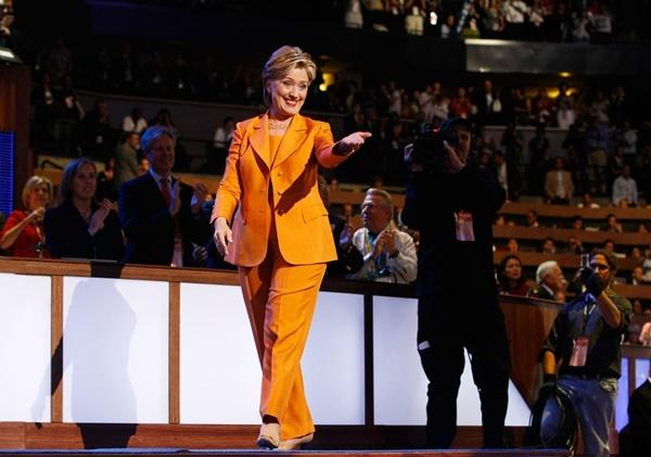 Chiếc áo vest 12.000 USD, theo tờ New York Post, chỉ là một phần nhỏ trong tủ áo khoác hàng hiệu của bà Hillary Clinton