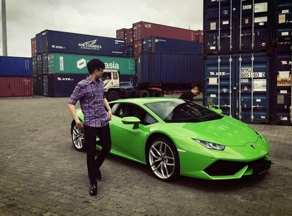 Trong đó, chiếc Lamborghini Huracan xanh cốm là quà mà Phan Thành dành để tặng cho em trai mình nhân ngày sinh nhật.