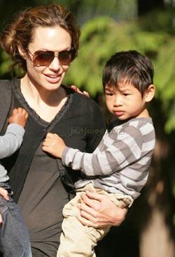 Trong một lần chia sẻ về các con của mình, Brad Pitt nhận xét, Maddox thì rất trầm tĩnh, Pax thì có trái tim nồng hậu và anh rất tự hào với các cậu con trai của mình. Không những thế, Brad cho rằng, Pax có sự táo bạo và thích cảm giác mạnh, thích khám phá những điều xung quanh, điều mà anh và Jolie luôn hướng các con đến.