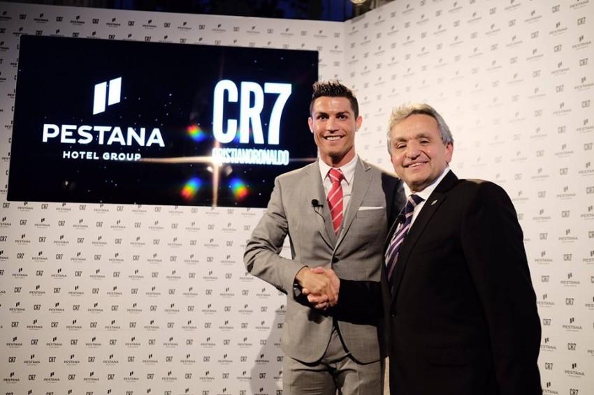 Anh đã tham dự lễ khai trương khách sạn Pestana CR7 Funchal ở Madeira. Ronaldo cho biết anh rất vui do đây là dự án lớn nhất đời, hoàn toàn khác với những gì anh thường làm.