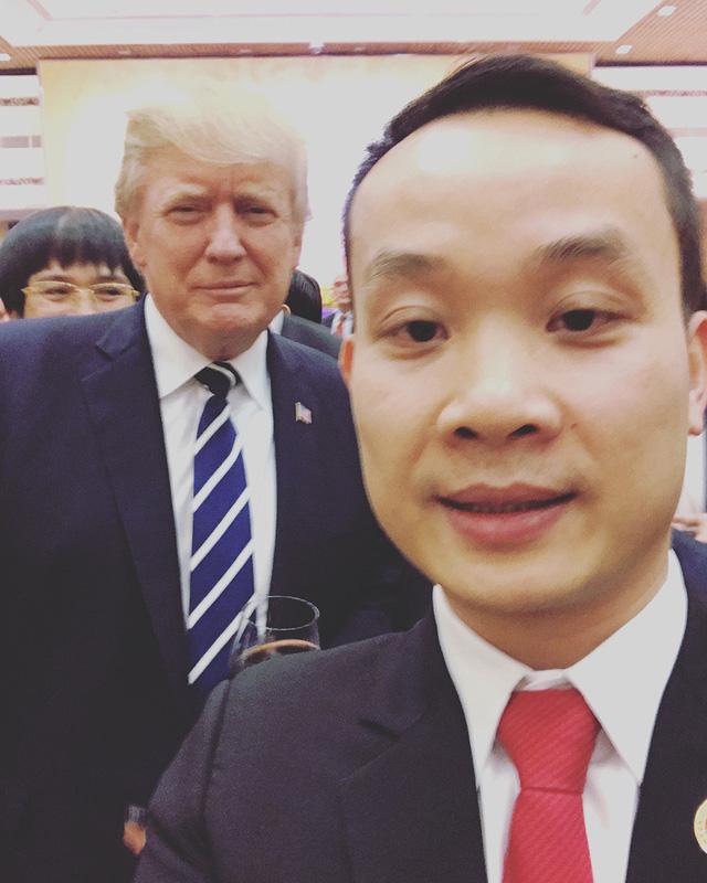doanh-nhan-tre-selfie-cung-tong-thong-donald-trump-gay-xon-xao-la-ai